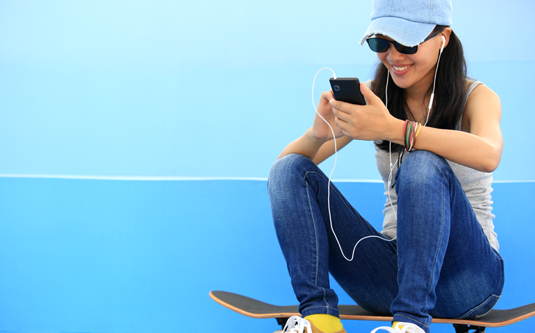 Lady-on-skateboard